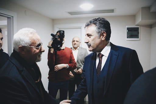 """BAYRAKLI'DA CHP VE İYİ PARTİ TEK YÜREK SANDAL: """"ARKAMIZDA 'TUNÇ' GİBİ BAŞKAN VAR"""""""