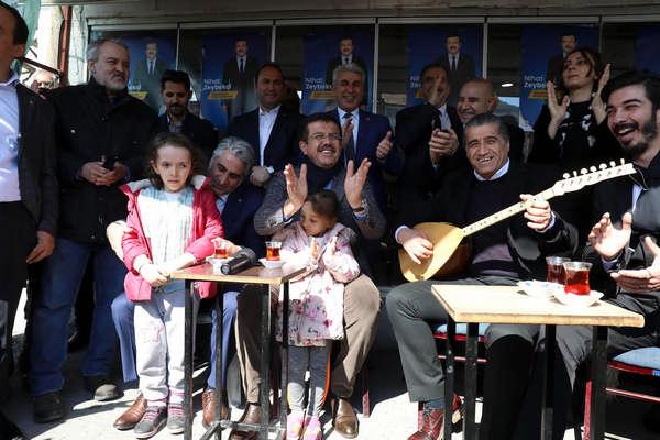 """""""4Ç gidiyor, çiçek gibi İzmir geliyor"""""""