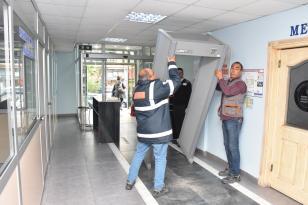 Belediye ile vatandaş arasında ki engeller kalktı Edremit'te Başkan dedektörleri kaldırdı