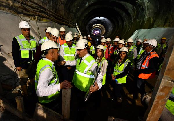 Tunç Soyer ilk şantiye incelemesini Narlıdere metro şantiyesinde gerçekleştirdi