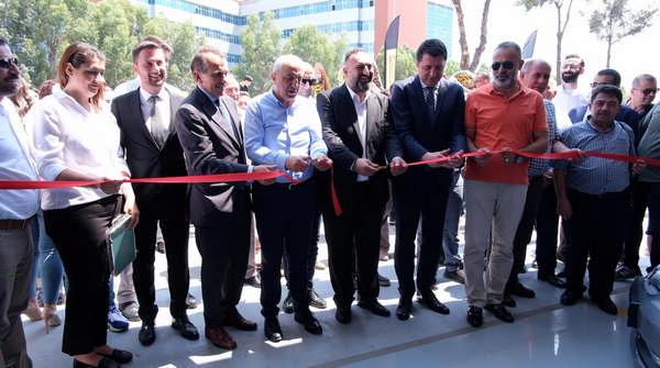 Türkiye'nin en büyük Pirelli konsept mağazası İzmir'e açıldı