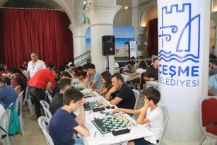 7. Uluslararası Çeşme Açık Satranç Turnuvası'nda Çeşme Belediye Başkanı Ekrem Oran'dan 4 dilde açılış konuşması