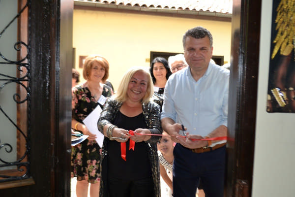 Edremit Belediyesi Ahşap Boyama sergisi açıldı