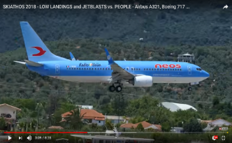 SKIATHOS 2018 – LOW LANDINGS and JETBLASTS vs. PEOPLE – Airbus A321, Boeing 717