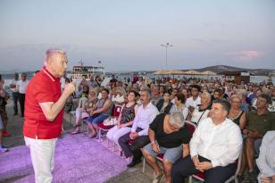 Uğur Dündar Çeşme'de Atatürk ve Cumhuriyet'i anlattı