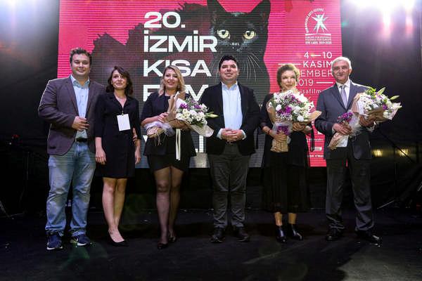 İzmir'in gurur festivalinde 20'inci yıl coşkusu