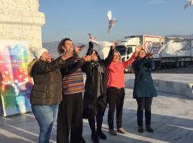 Beyaz güvercinler, İzmir'de ''Barış'' için kanat çırptı…