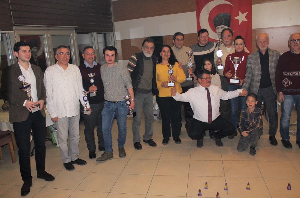 Karşıyaka Kanarya Severler Derneği' Türkiye 6'sı oluşunu düzenlediği yemekle kutladı