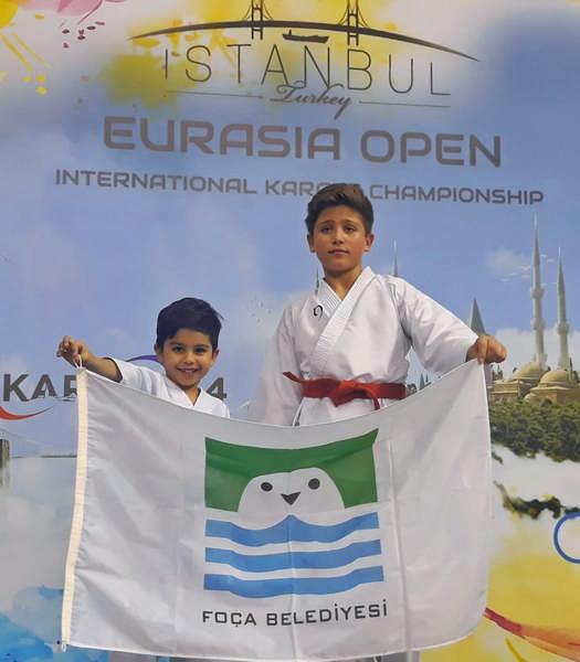 Foçalı karateci kardeşler Eurasia Open International Karate Championship'den madalyalarla döndü