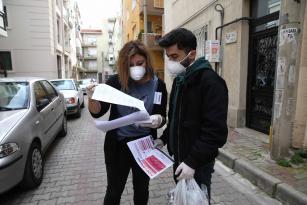Karşıyaka'da korona gönüllüleri iş başında 65 yaş üstüne 2 bin 700 ekmek ve broşür