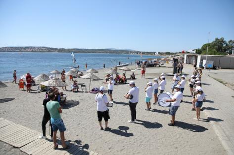 Deniz Bayramı'nda Plajda Bando Konseri