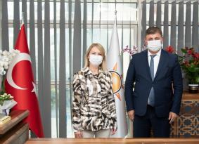 AK Parti Karşıyaka İlçe Başkanı Didem Dereboylu Keseli'ye Cemil Tugay'dan ziyaret