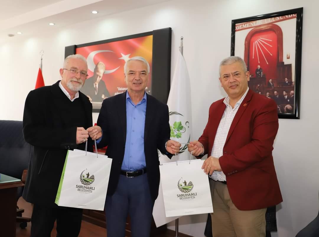 İzmir Gültepe Makedonya Göçmenleri Derneği Saruhanlı Belediye Başkanı Zeki Bilgin'i ziyaret etti.