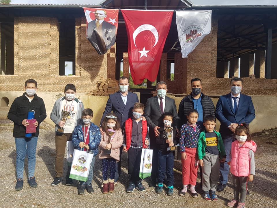 Beydağ Belediyesi Beydağ Kalesi Uyanıyor Online Satranç Turnuvası'nda ödüller sahiplerini buldu